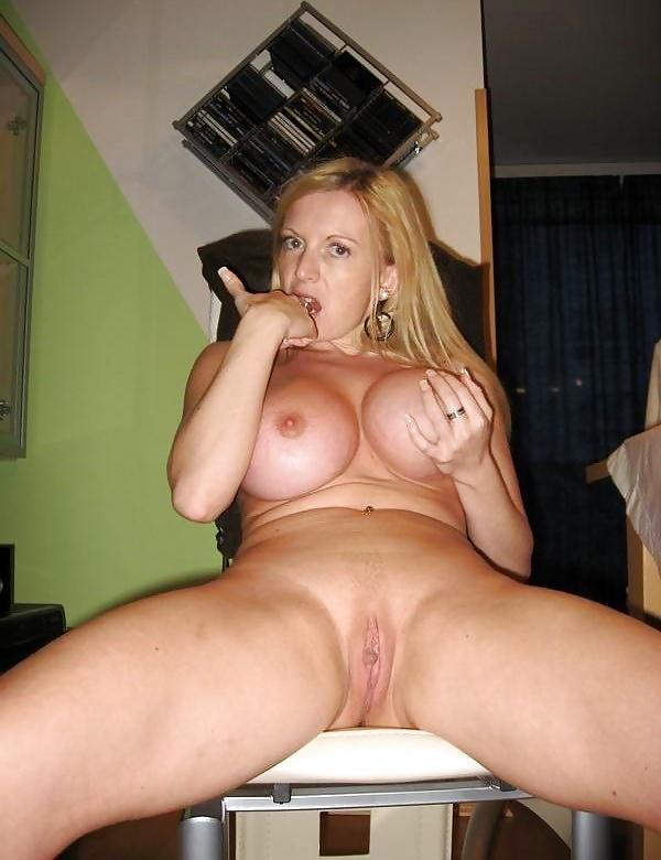 Blond beauty Bigboobs uit Noord-Holland,Nederland